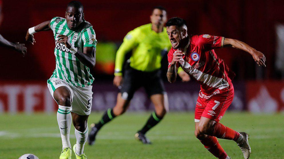 Hinchas del Nacional} exigieron resultados a los jugadores