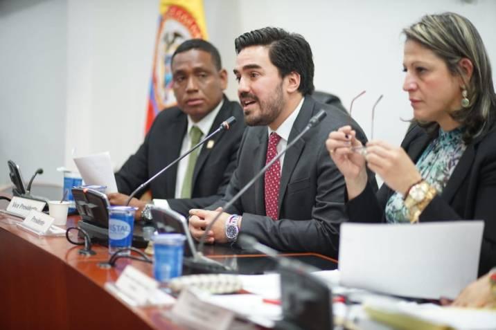 Aprueban en tercer debate proyecto que acorta las vacaciones de los congresistas