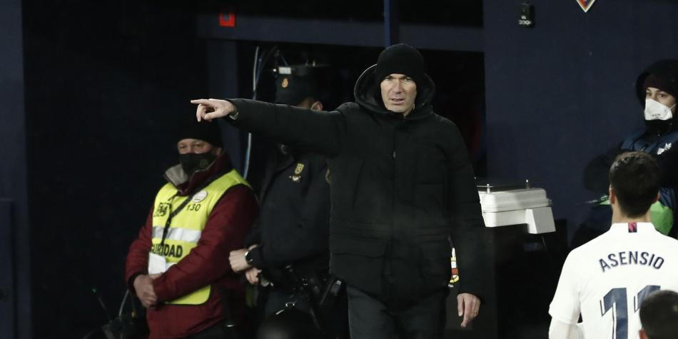 Zidane se va del Real Madrid