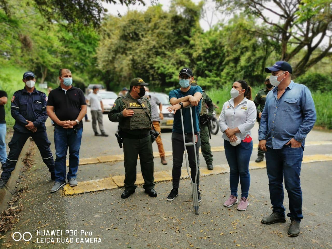 Transportadores bloquean carretera hacia La Plata