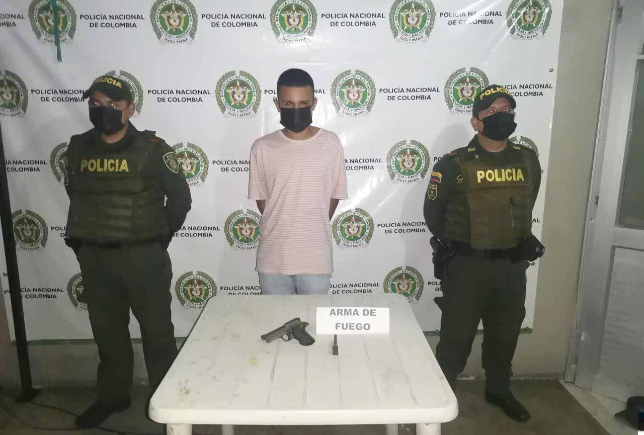 Policía detiene a joven armado