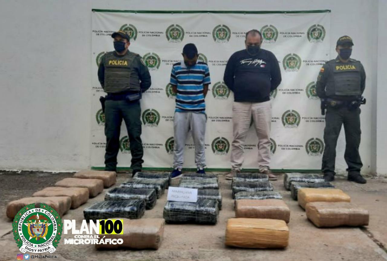 Policía captura a dos hombres con 100 kilos de marihuana