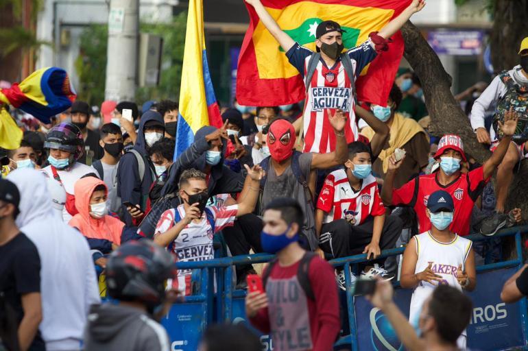 Con clima hostil por manifestaciones, River empató con Junior