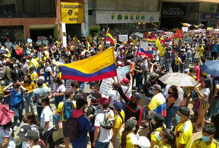 Multitudinarias y pacificas; así fueron las manifestaciones del 12M