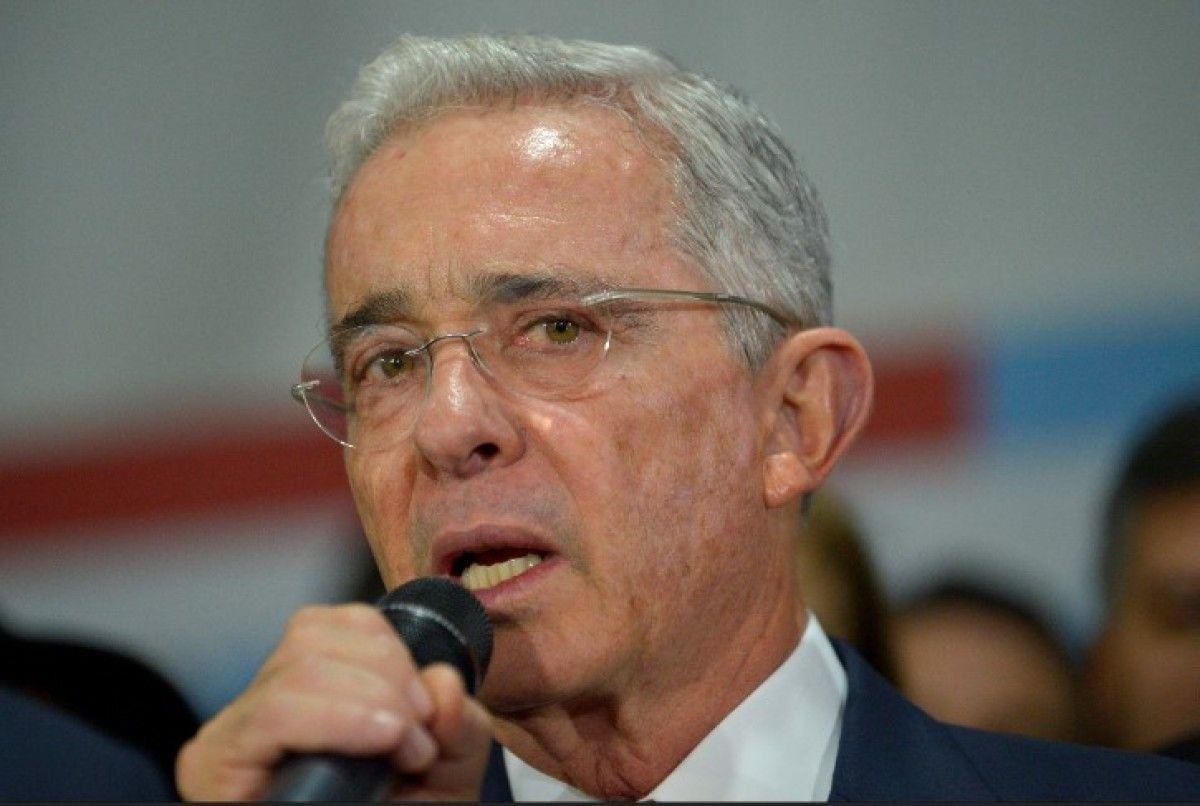 Álvaro Uribe reveló que hizo contactos con ELN