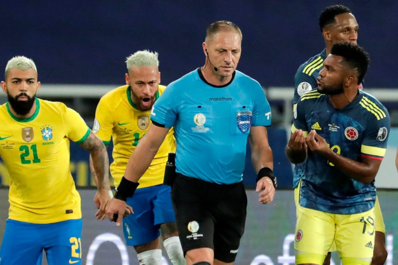 En polémico partido, Colombia pierde ante Brasil