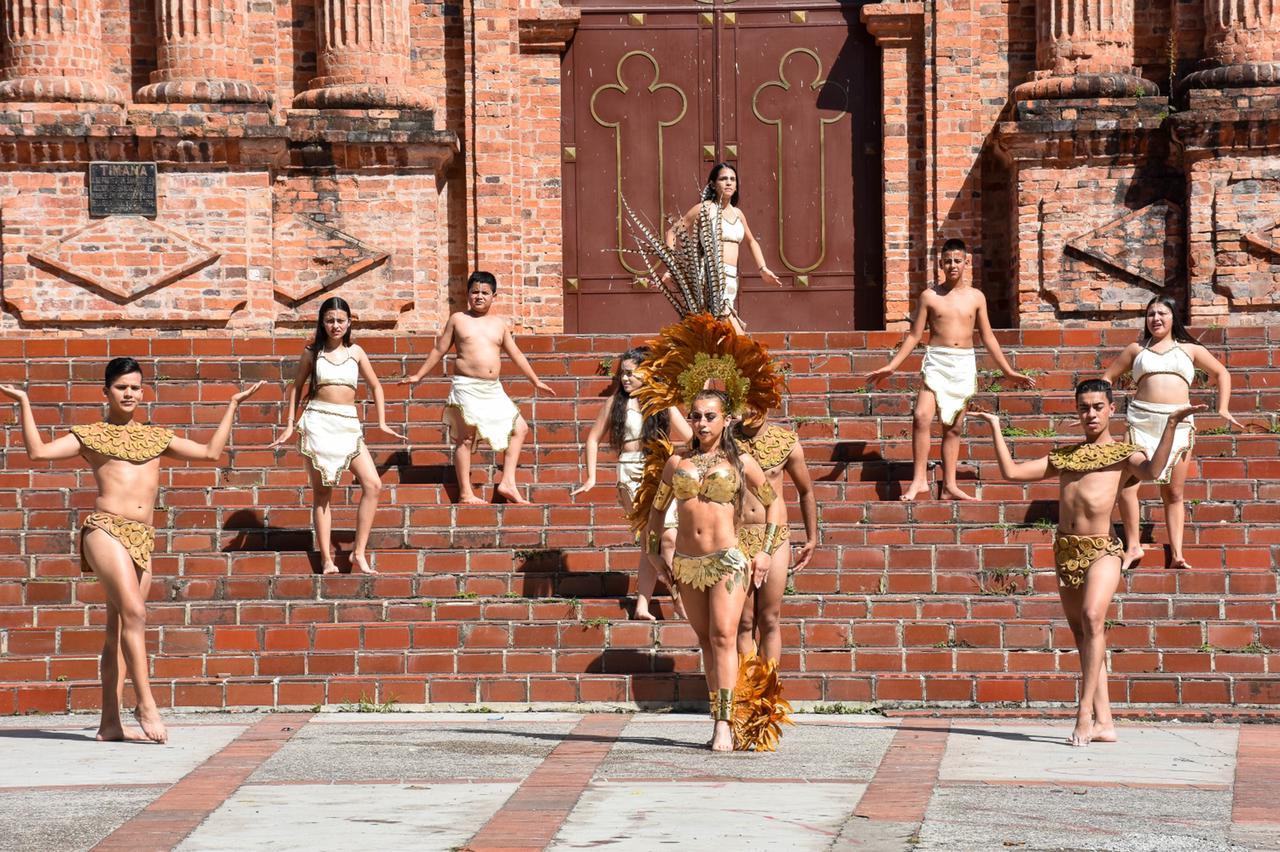 Candidatas al Reinado Departamental del Bambuco mostraron la riqueza cultural y paisajística del Huila