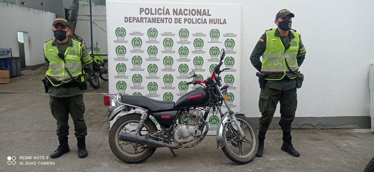 Motocicleta recuperada en el municipio de Gigante
