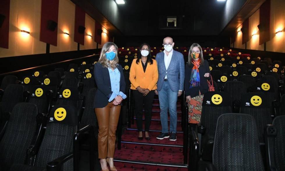 Más personas vuelven a las salas de cine tras la reapertura de Cine Colombia