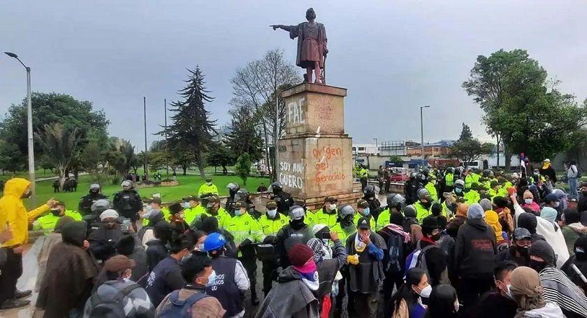 Estatuas que comunidad Misak quiso derribar en Bogotá, fueron desmontadas por prevención