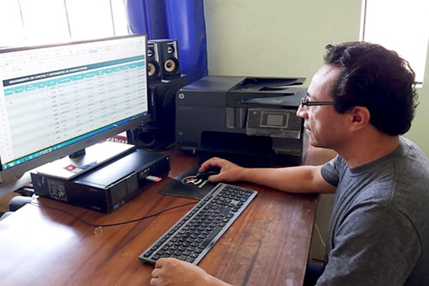 Servidores públicos y contratistas quisieran trabajar más tiempo remotamente