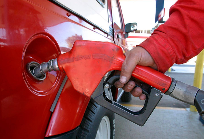 Aumento en el precio final de la gasolina estará sujeto al IPC