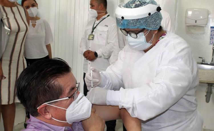 """""""Hay 1.669 personas que se vacunaron sin estar priorizadas"""": Contraloría"""