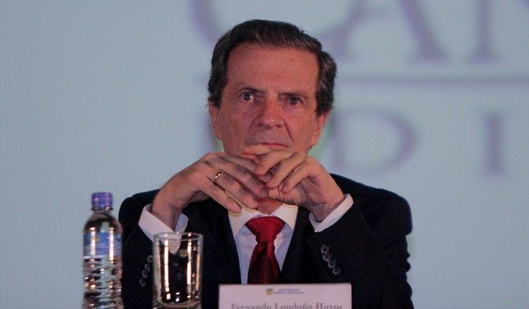 """""""O el presidente hace cumplir la ley o tiene que renunciar"""": Fernando Londoño"""