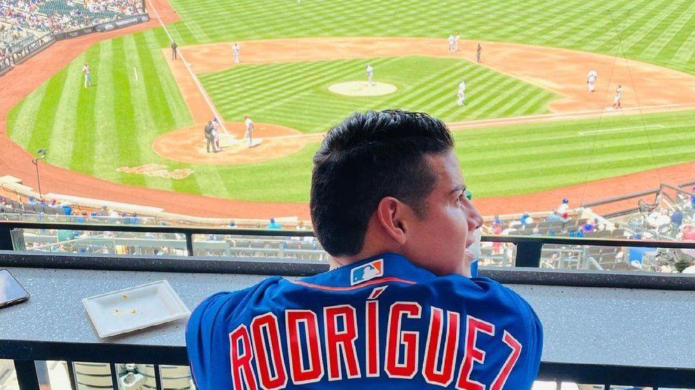 Homenaje a James Rodríguez en un partido de las Grandes Ligas de beisbol