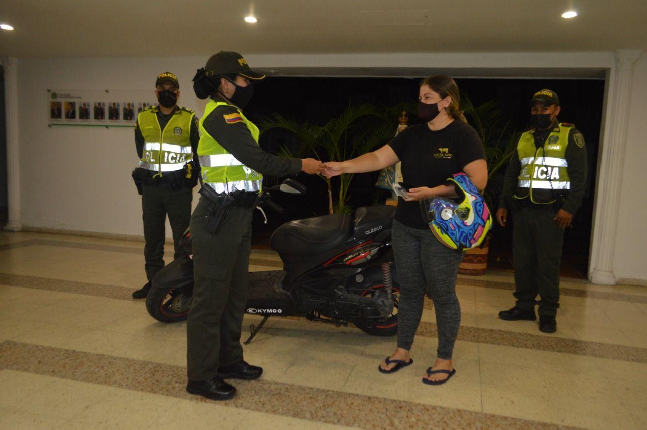 Policía recupera moto robada