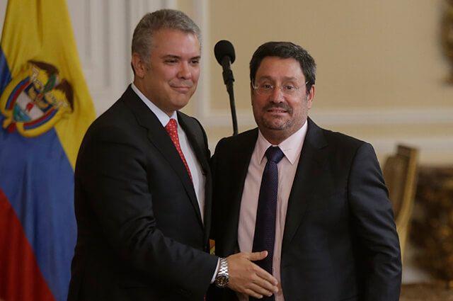 'Pacho' Santos renuncia como embajador en EE.UU; Duque dudaría en aceptarla