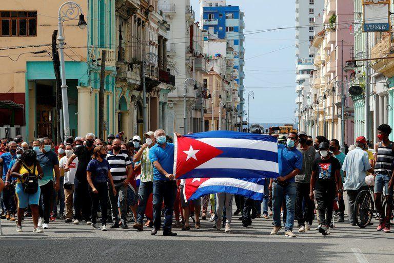 La dictadura cubana restringió el uso de redes sociales en la isla tras masivas protestas