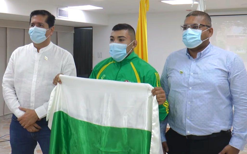 Entregan bandera del Huila a luchador opita que estará en los Olímpicos de Tokio