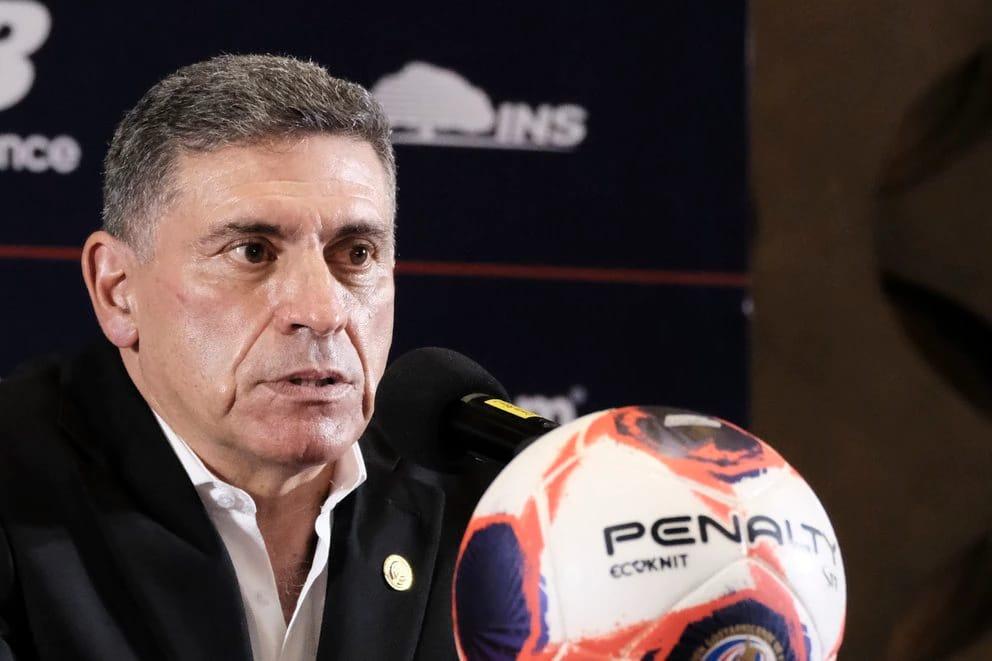 Luis Fernando Suárez debuta este lunes en el banco de Costa Rica