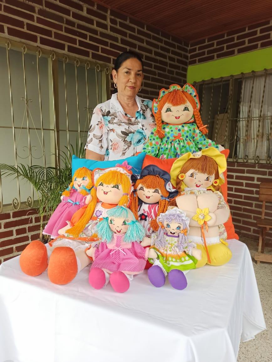 Manualidades María Elcyta, el arte de hacer muñecas de trapo