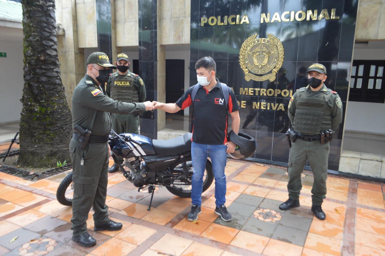 Entregada a su propietario moto que había sido robada