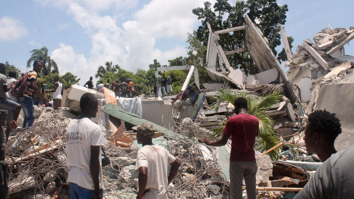 Suben a casi 1.300 las víctimas fatales por el terremoto en Haití