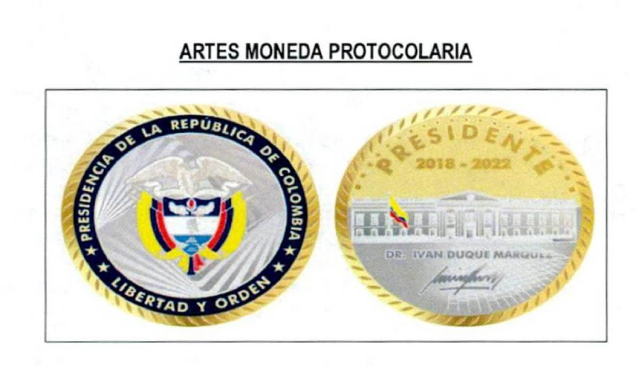Firman contrato para adquirir monedas de bronce recubiertas en oro