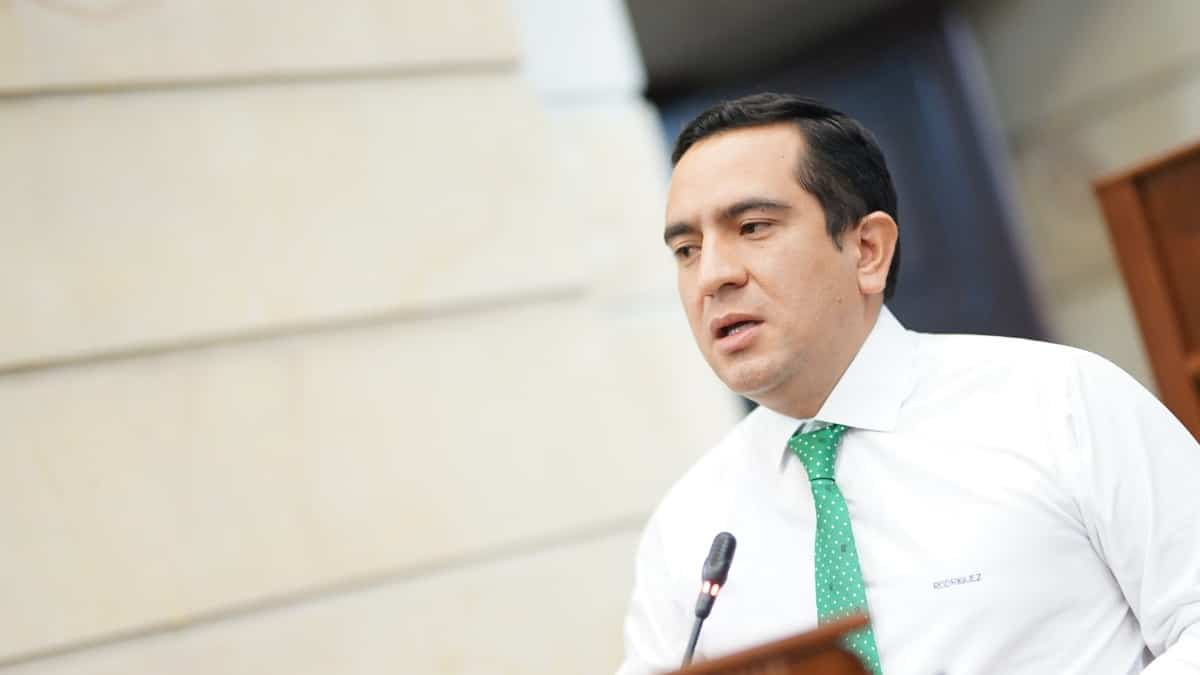 Edward Rodríguez renunció a Comisión de Acusación