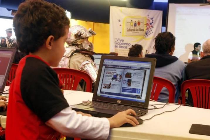 Declaran caducidad a billonario contrato para instalar centros digitales