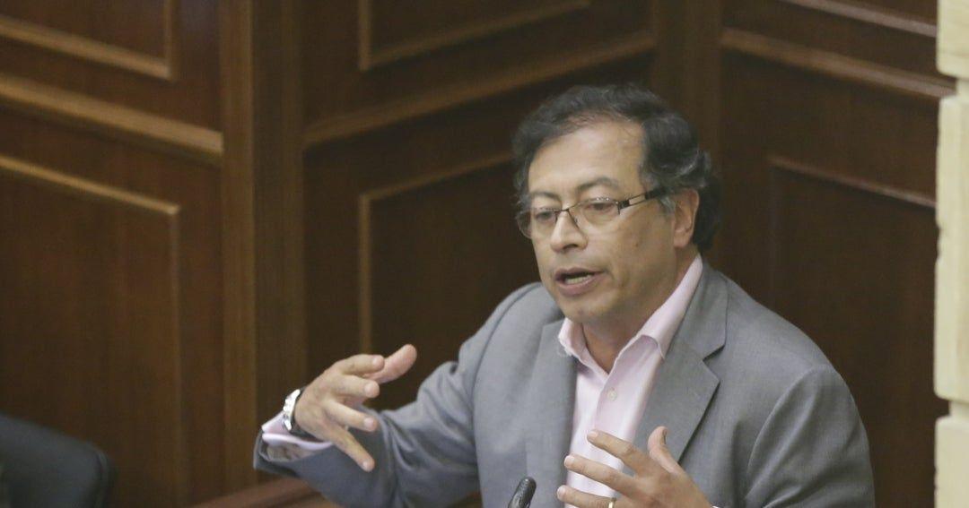 Controversia generó propuesta de Petro de comprar tierras de Uribe