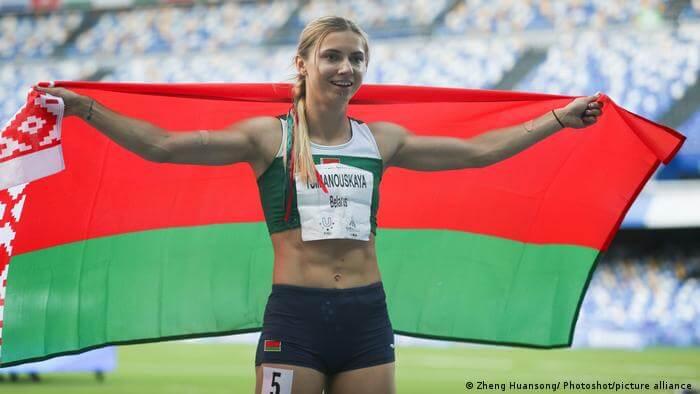 Atleta bielorrusa subastó medalla para ayudar a otros deportistas de su país