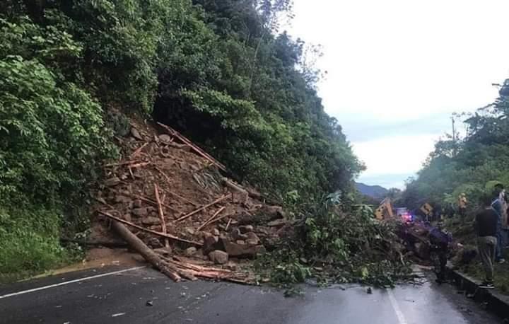 Vía Suaza-Florencia en cierre total por deslizamientos