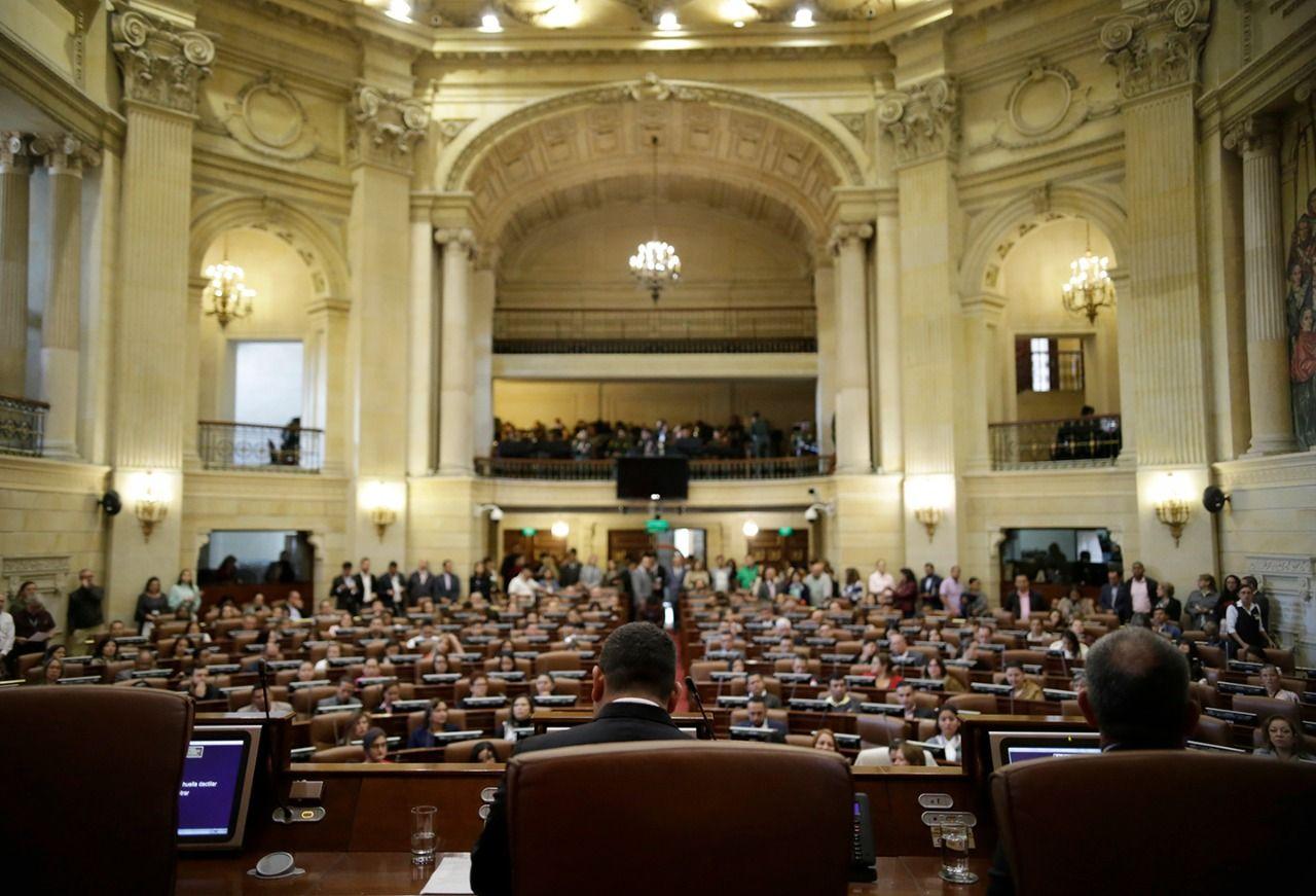 Buscan disminuir presupuesto de los congresistas para asesores