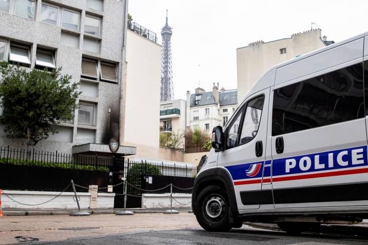 Embajada de Cuba en Francia es atacada con bombas molotov