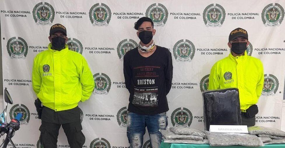 'Pillado' con 10 kilos de marihuana en la vía La Plata-Neiva