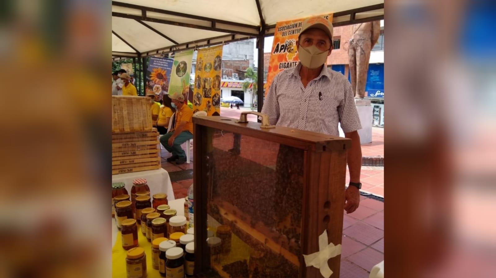 Adelmo Yustres Barrera, apicultor de toda la vida