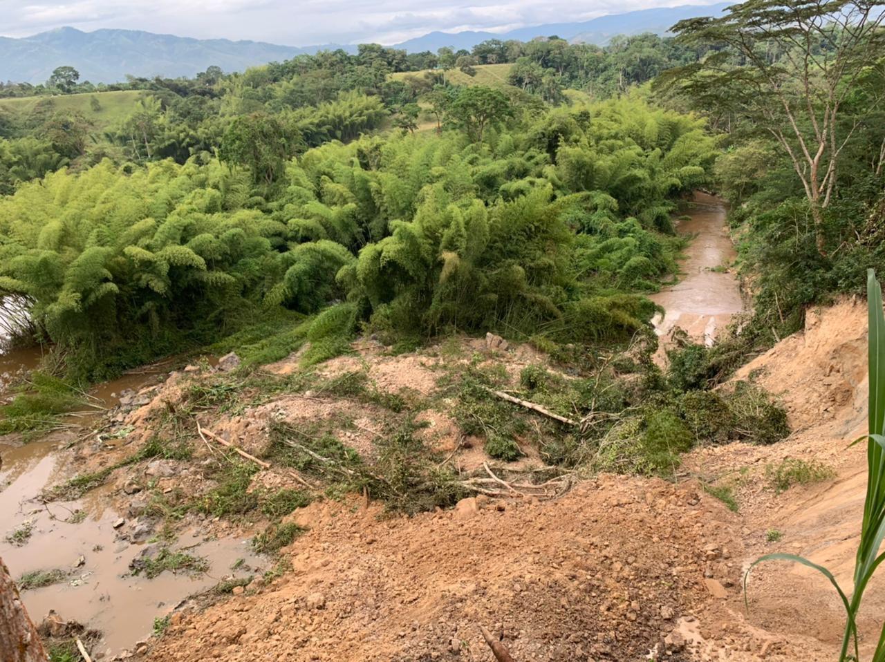 Continúa alerta por represamiento en el río Guarapas de Pitalito
