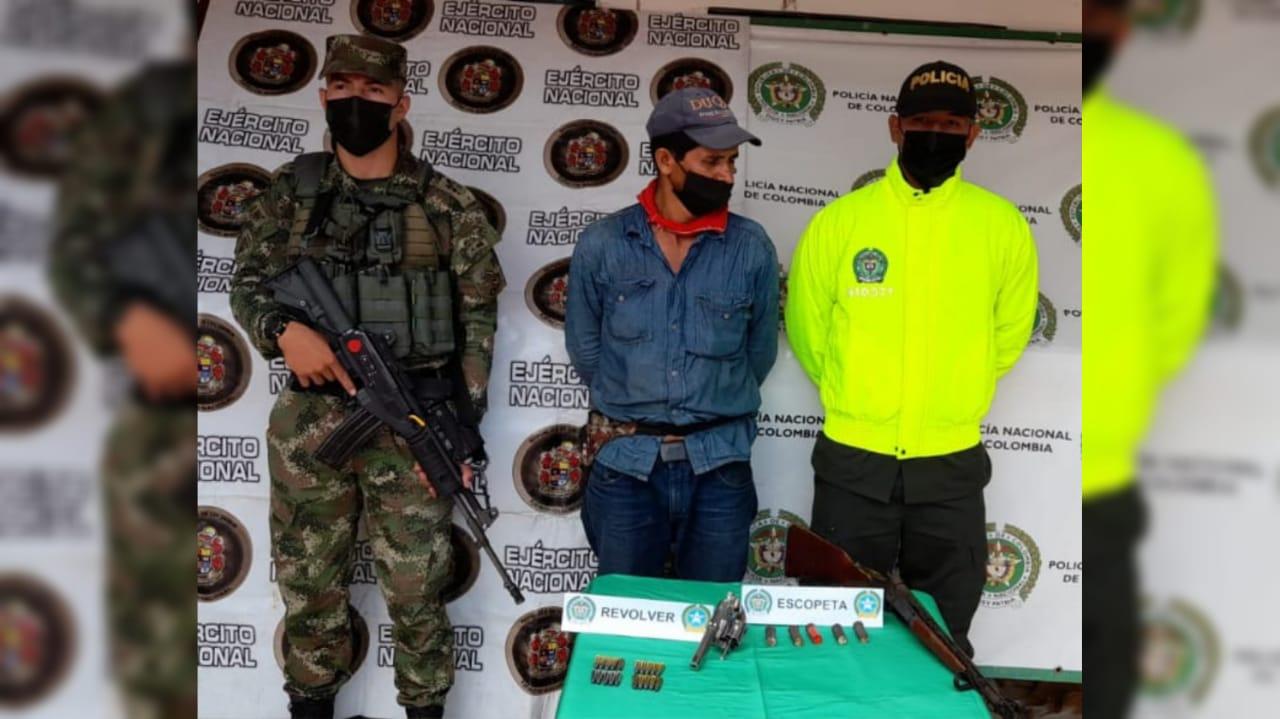 Fue capturado con dos armas de fuego en zona rural de Campoalegre, Huila