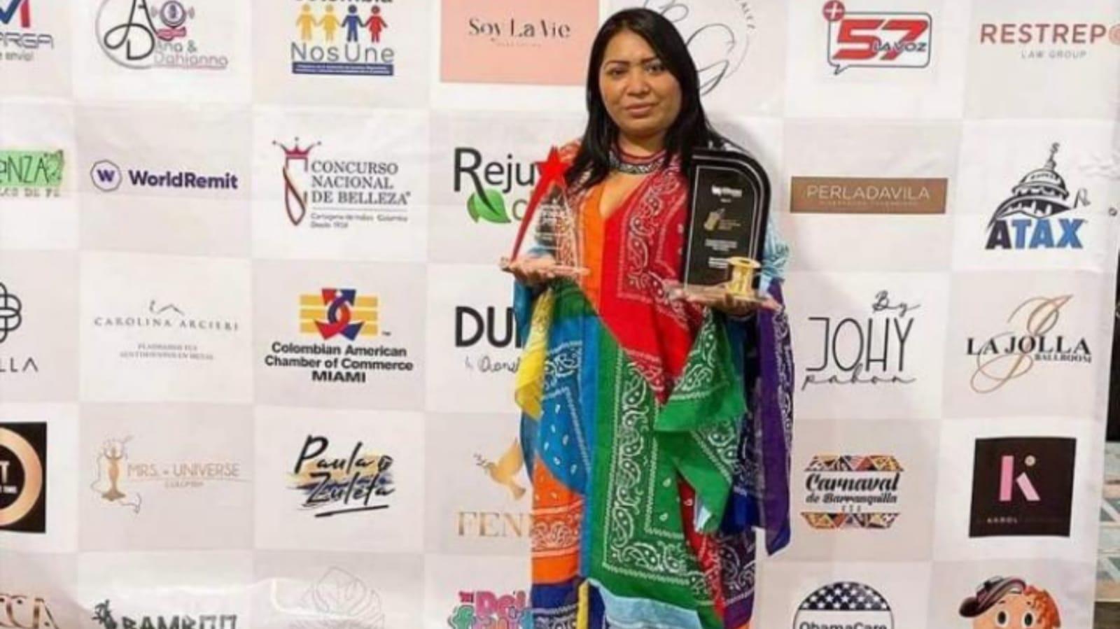 Diseñadora wayuu ganadora del premio 'Hilo Dorado'
