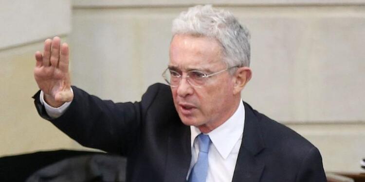 """""""Es una cobarde incitación a la violencia"""": Uribe le responde a Petro"""