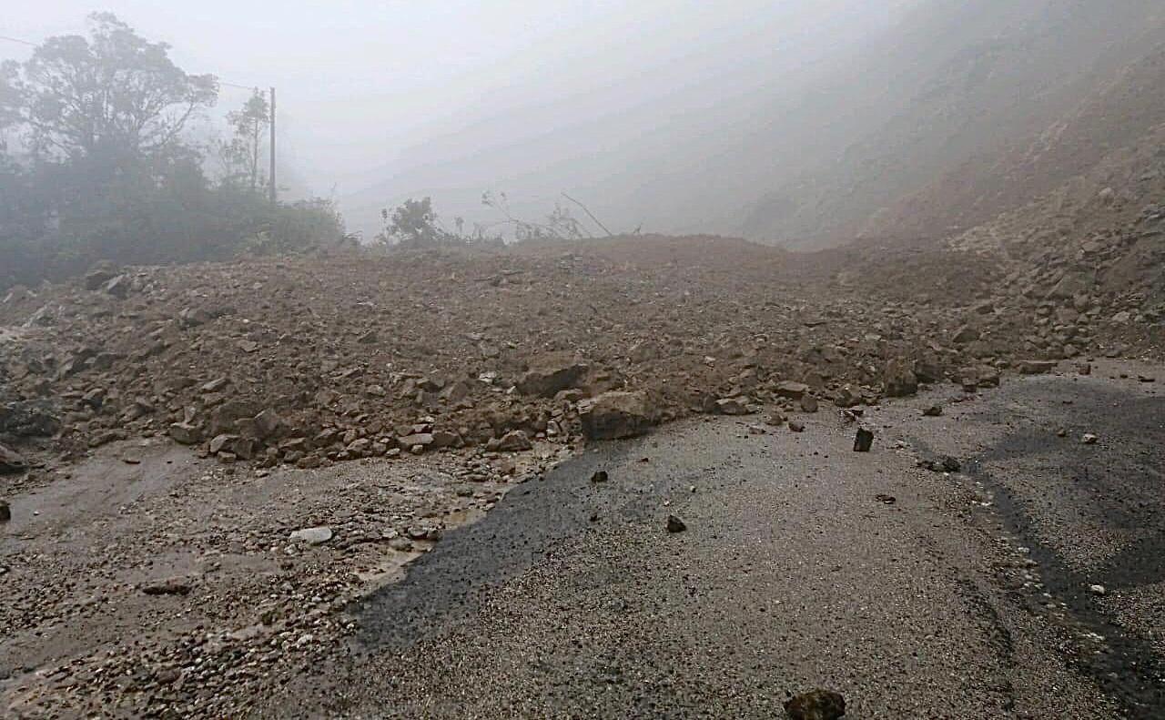 Vía Suaza-Florencia en grave estado por lluvias