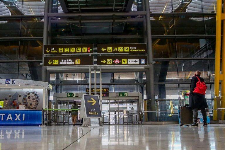 Suspenden temporalmente ingreso de viajeros colombianos a España