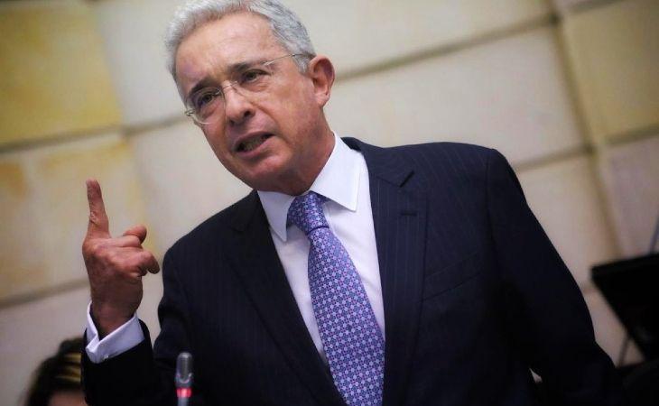 Los temas de la reunión de Uribe y De Roux