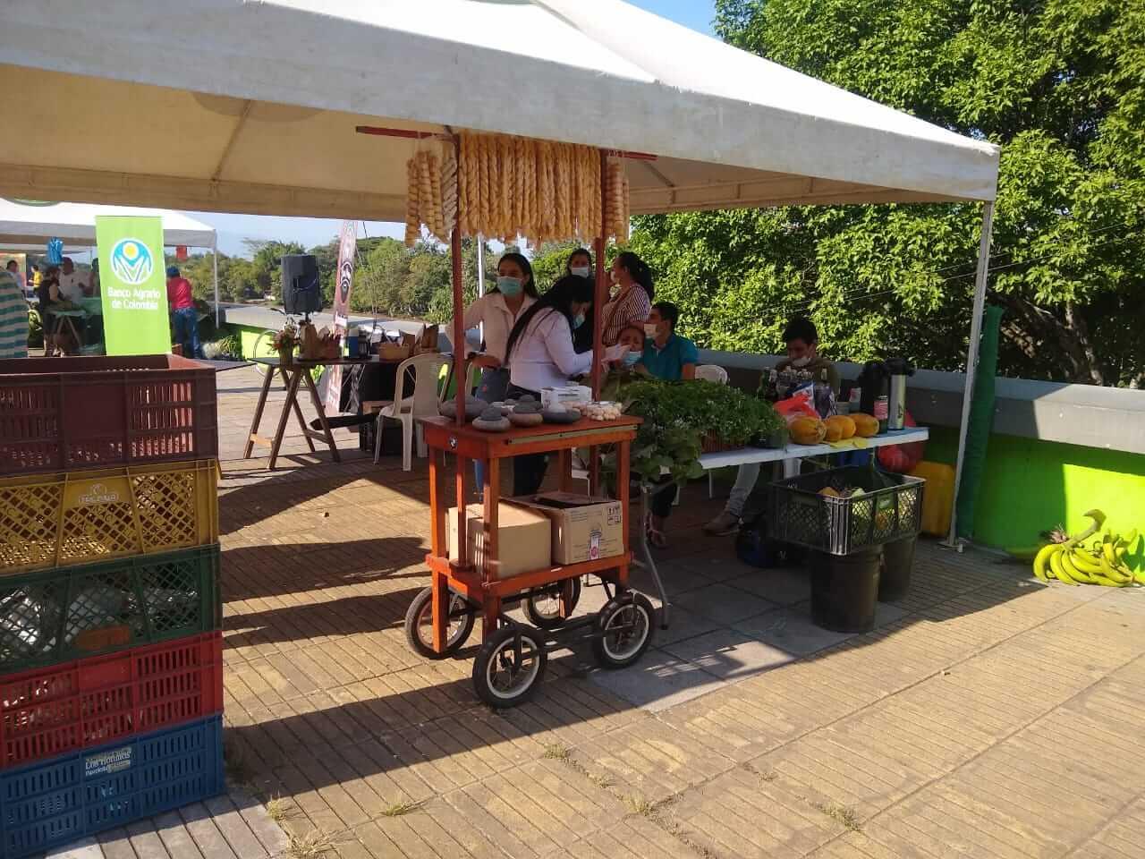 Mercado Campesino llegó al monumento La Gaitana