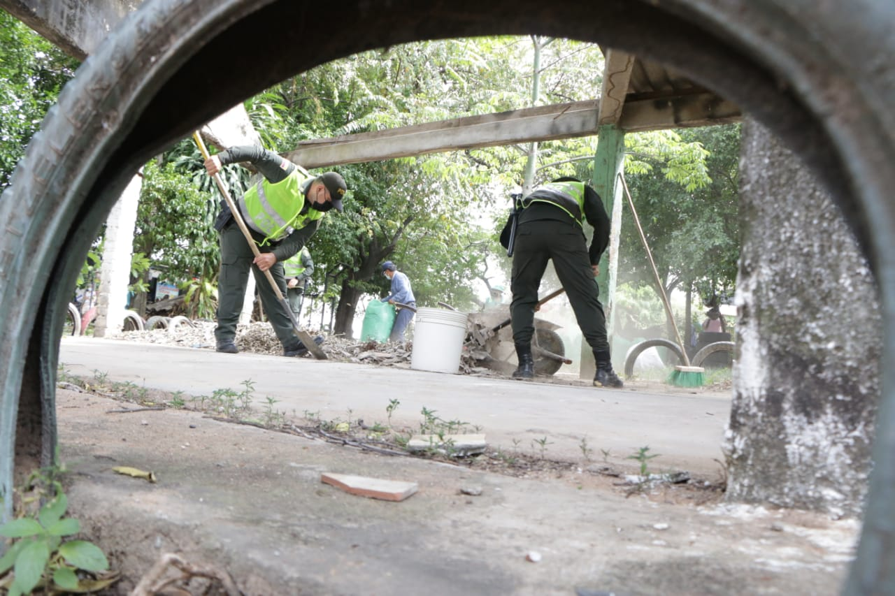 Jornada de limpieza en parques del barrio Santander