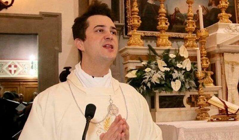Arrestan a sacerdote que usó dinero de la iglesia en drogas y fiestas sexuales