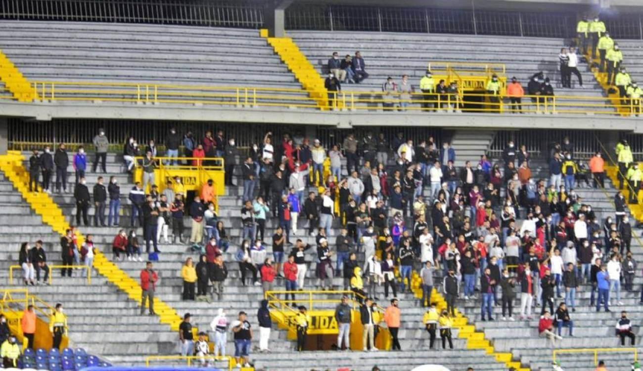 Hinchas de Nacional ingresaron a El Campín pese a sanción