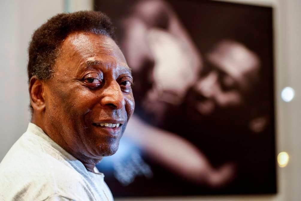 Pelé permanece en UCI tras ser operado de un tumor en el colon