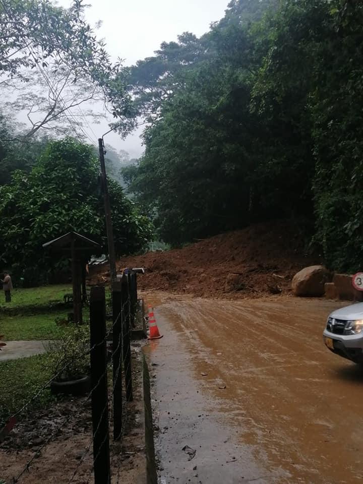 Malla vial del sur del Huila afectada por constantes derrumbes